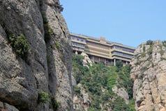 La abadía benedictina Santa Maria de Montserrat en Monistrol de Montserrat, España Fotos de archivo libres de regalías