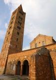 La abadía de Pomposa con el campanario es un edificio histórico Imagen de archivo