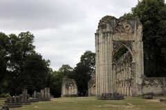 La abadía de St Mary en York, Inglaterra en un día nublado a principios de junio de 2018 fotos de archivo