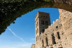 La abadía Románica de Sant Pere de Rodes, en el municipio Fotos de archivo