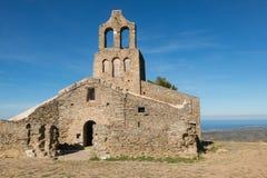 La abadía Románica de Sant Pere de Rodes, en el municipio Foto de archivo