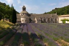 La abadía y la lavanda de Senanque colocan, Provence, Francia Fotografía de archivo libre de regalías