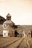 La abadía y la lavanda de Senanque colocan, Provence, Francia Foto de archivo