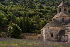 La abadía y la lavanda de Senanque colocan, Provence, Francia Imagen de archivo libre de regalías