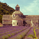 La abadía y la lavanda de Senanque colocan, Provence, Francia Imagen de archivo