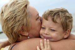 La abuela abraza a su nieto Imágenes de archivo libres de regalías