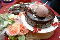 La abundancia de una variedad de tabla de abastecimiento del dulce del servicio de los dulces Fotos de archivo