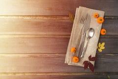 La acción de gracias entonada de la caída o la decoración de la porción de Halloween encima corteja Imagen de archivo libre de regalías