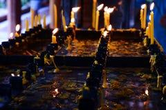 La acción de la luz de la vela Fotos de archivo