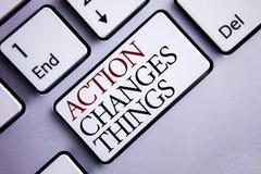 La acción del texto de la escritura de la palabra cambia cosas E Imagen de archivo libre de regalías