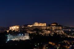 La acrópolis de Atenas por noche Fotografía de archivo libre de regalías