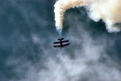 La acrobacia del aire imagen de archivo libre de regalías