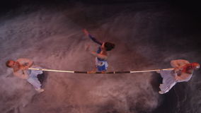 La acrobacia en barra horizontal en circo metrajes