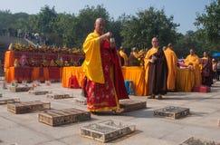 La adoración de un godness Guanyin de Buddism Foto de archivo