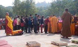 La adoración de un godness Guanyin de Buddism Fotografía de archivo libre de regalías