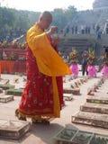 La adoración de un godness Guanyin de Buddism Imagen de archivo libre de regalías