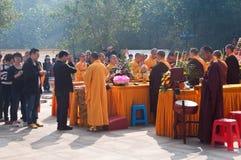 La adoración de un godness Guanyin de Buddism Foto de archivo libre de regalías