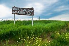 La agricultura italiana firma adentro Toscana Fotografía de archivo libre de regalías