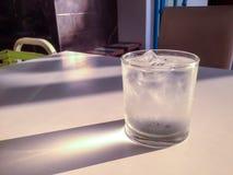 La agua fría y la luz Imagen de archivo libre de regalías