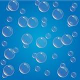 La aguamarina realista y transl?cida brillante burbujea ejemplo en fondo azul ilustración del vector