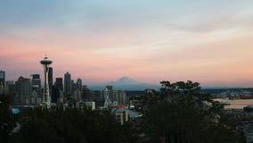 La aguja del espacio en Seattle en la puesta del sol