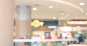 La alameda de compras o la zona de restaurantes de los grandes almacenes, interior comercial moderno del edificio, resume el time almacen de metraje de vídeo