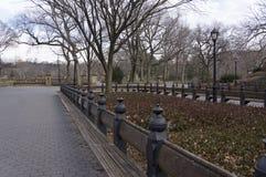 La alameda en el Central Park del ` s de New York City que parece del norte hacia Bethesda Terrace Fotografía de archivo libre de regalías