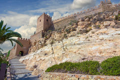 La Alcazaba e paredes do Cerro de San Cristobal, Almeria Spa Imagens de Stock