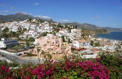 La aldea de Nerja en España foto de archivo