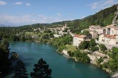 La aldea de Sisteron en Francia meridional Fotos de archivo