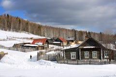 La aldea de Ural. Foto de archivo