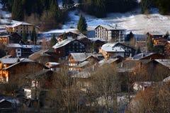 La aldea del esquí de Morzine en las montan@as francesas Foto de archivo libre de regalías