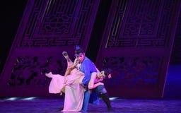 """La alegría de los pares en su sueño del """"The del drama de la boda-danza del  de seda marítimo de Road†Fotos de archivo libres de regalías"""