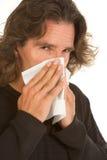 La alergia de la gripe afectó al hombre envejecido medio con el tejido Imagen de archivo libre de regalías