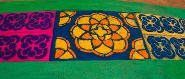La alfombra del serrín coloreado del cedro diseña para Lent Foto de archivo libre de regalías