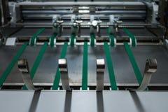 La alimentación plegable de los cinturones verdes de la máquina rueda el metal Applian industrial Foto de archivo