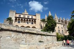 La Almudaina宫殿在Palma de Mallorca 免版税图库摄影