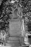 La alta estatua de HDR del rango din?mico de William Shakespeare construy? en 1874 en el cuadrado de Leicester en Londres, Reino  fotos de archivo libres de regalías