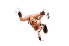 La animadora profesional joven se vistió en una situación del traje del guerrero por un lado Fracturas horizontales Fotos de archivo