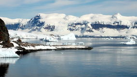 La Antártida en un día soleado almacen de video