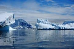 La Antártida, icebergs Foto de archivo