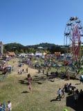 La antena de la gente disfruta de paseos del parque de atracciones en Marin County Imágenes de archivo libres de regalías