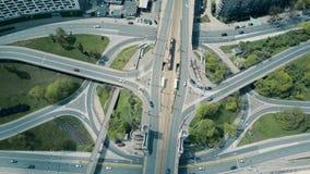 La antena del empalme de camino urbano grande, remata abajo de la visión Fotografía de archivo libre de regalías