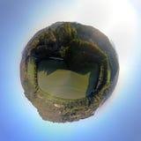 La antena 360 grados de panorama sobre las colinas y polo coloca en la puesta del sol Imagen de archivo libre de regalías