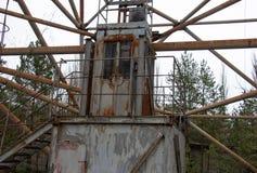 La antena militar está en la zona de exclusión de Chernóbil foto de archivo