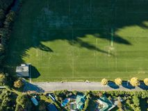 La antena, top del fútbol/del campo de fútbol abajo ve fotografía de archivo