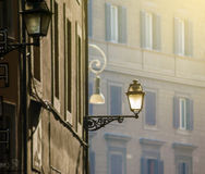 La antigüedad adornó la lámpara de la ciudad Imágenes de archivo libres de regalías