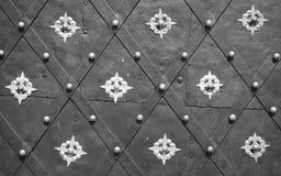 La antigüedad adornó la puerta del metal Fotos de archivo
