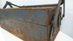La antigüedad vieja aherrumbró la caja de herramientas 3 Fotografía de archivo