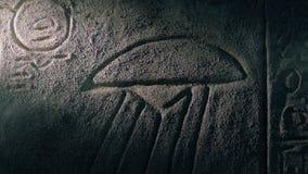 La antorcha brilla en arte egipcio de la pared del UFO metrajes